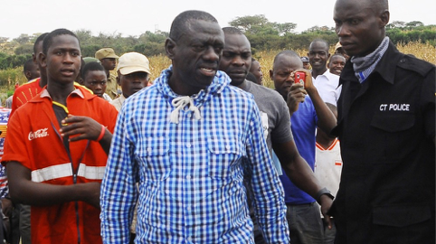 Kizza Besigye at the polling station